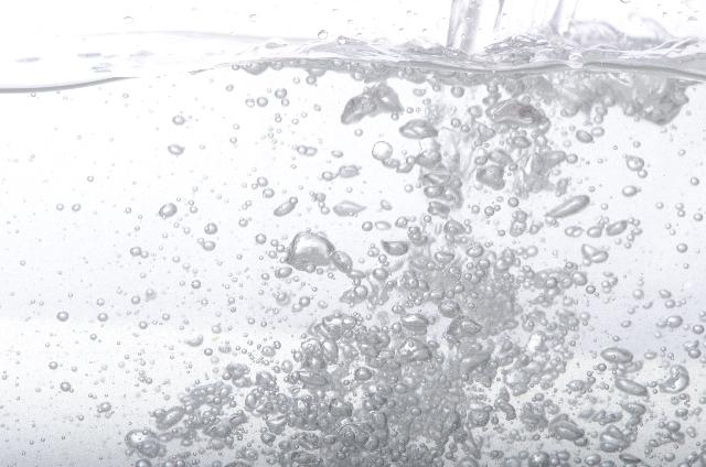 225156bee7dc616827c67c01a32666fd_s 炭酸水で美肌効果!炭酸コスメより炭酸水!